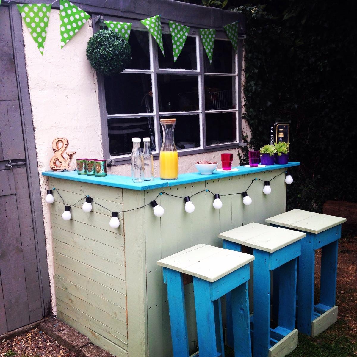 Do It Yourself Outdoor Bar: DIY Pallets Garden BAR